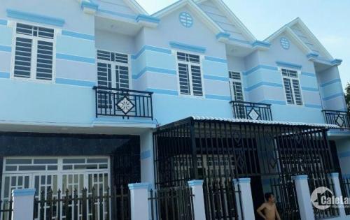 Bán dãy nhà gần chợ Hưng Long giá rẻ , sổ hồng chỉ 650tr/căn , nhà mới, ở liền