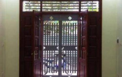 Bán căn nhà 5 tầng Gara ô tô ngay Bệnh Viện Đức Giang giá 2.4 tỷ. LH:01666939906