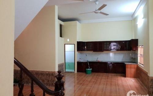 bán nhà mặt tiền đường Nguyễn Văn Cừ . Diện tích 5.6m x 23.5m . 1 lầu . Sổ hồng
