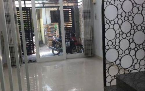 Bán nhà HXH Lạc Long Quân, 30m2, giá vừa bán vừa cho 3 tỷ.