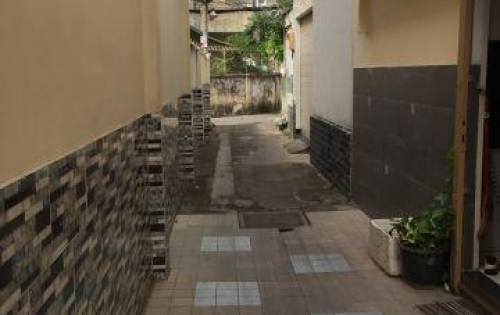 Bán nhà HXH Hoàng Hoa Thám, P. 5 Phú Nhuận. Hẻm thông ra đường Thích Quảng Đức. • giá 4,5 tỷ