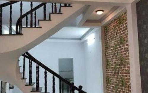 Cần bán gấp nhà mặt tiền Nguyễn Đình Chiểu, phường 3, 2 tầng, 5PN, 4toilet, sổ hồng đầy đủ
