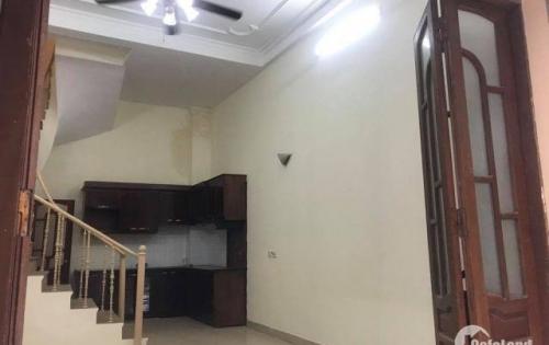 Cho thuê nhà 4 tầng mặt ngõ Cát Linh, oto đỗ cửa, vào nhà, phù  hợp làm văn phòng