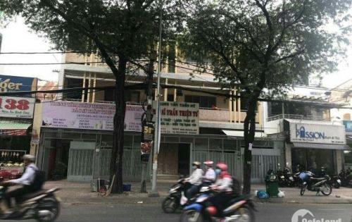 Cho thuê mặt bằng mặt tiền đường Võ Văn Tần, Quận 3, DT 300m2. LH 0923139978