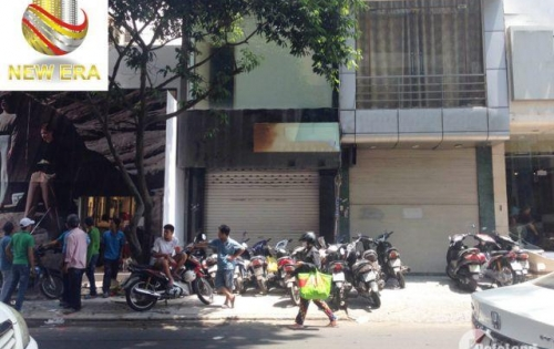 Cho thuê nhà MT Nguyễn Trãi Q5,DT: 4.5mx30m,1 Lầu,Giá: 40 Triệu