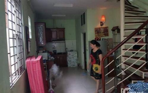 Cho thuê nhà 2 tầng ở Hoàng Văn Thái, đầy đủ nội thất, giá 7tr