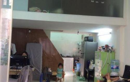 Bán đất tặng nhà cấp 4 tại Phố Trạm-Long Biên.DT 51m2, đường ô tô 7 chỗ vào.