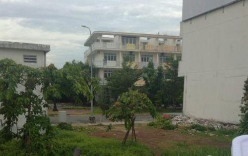 Kẹt tiền kinh doanh bán lô đất nằm trên đường Trường Lưu, phường Long Trường, quận 9