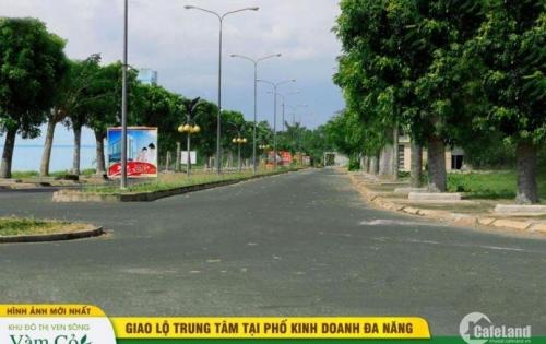 Thuộc trung tâm hành chính mới thánh phố Tân An, nằm trên trục đường Hùng Vưng