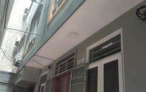 Gia chủ chuyển công tác cần bán nhà gấp ở Tôn Thất Tùng, DT 40m, 5 tầng, giá 3.75 tỷ.