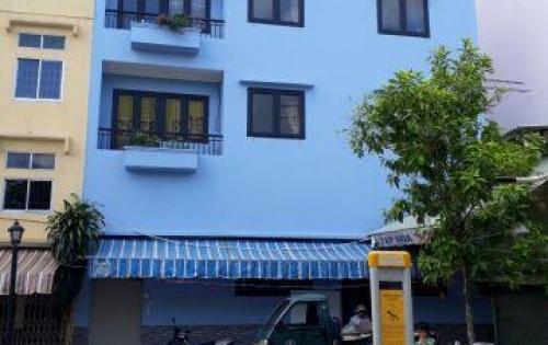 Bán nhà mặt tiền Công viên, cửa đậu xe hơi được, cách Đại lộ Nguyễn Văn Cừ 1 căn nhà khoảng 9 m.