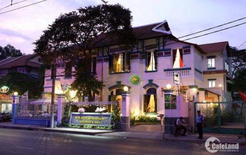 Cho thuê biệt thự Việt Hưng 250m2 3,5 tầng giá: 35tr/tháng LH: 01629371811
