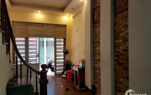 Cho thuê nhà 3 tầng, ngõ Lê Trọng Tấn, tiện ở, kinh doanh. 17 triệu/tháng