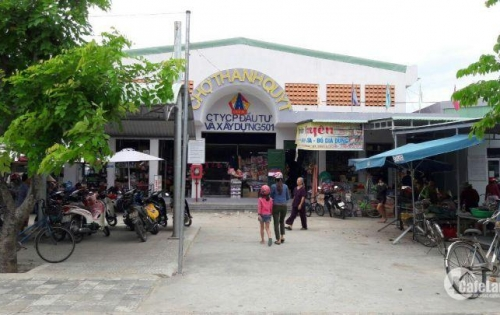 Đất chợ kinh doanh dân cư đông ngay quốc lộ 1a chỉ 700tr LH;0935066058