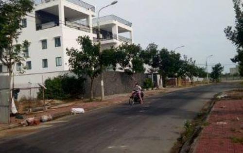 Cần ra đi lô đất nằm trên đường 10m5 thông qua khu đô thị FPT