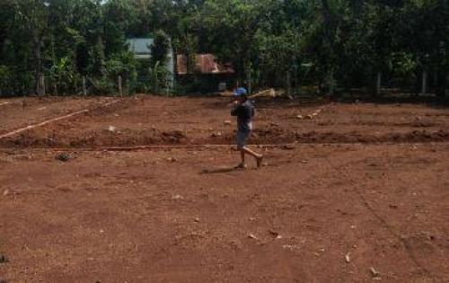 Bán đất gấp gấp gấp miếng đất đẹp giá 140tr/nền