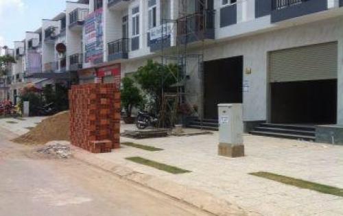 Nhà MT QL1A,  gần chợ, siêu thị trường học, UBND 100m thanh toán 50% nhận nhà.