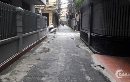 PHÂN LÔ, Ô TÔ CHẠY VÒNG QUANH Trần Quốc Hoàn 50 m2  5 tầng, mặt tiền 4,2 m giá 8.5 tỷ.