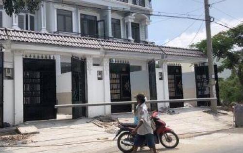 Bán nhà mặt tiền đường Nguyễn Thị Hương, Thị trấn Nhà Bè, 2 lầu sân thượng, chuồng cu, DT 76m2 giá 4.5 tỷ