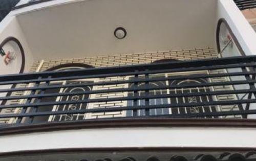 Cần tiền bán nhà Hẻm 4M thông. Cách PANDORA 10m. 4x10m,3 tấm đúc thật,4 phòng ngủ, 3 toa let