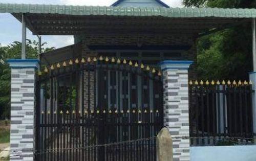 Bán căn nhà mặt tiền đường btong 5m P. Định Hoà