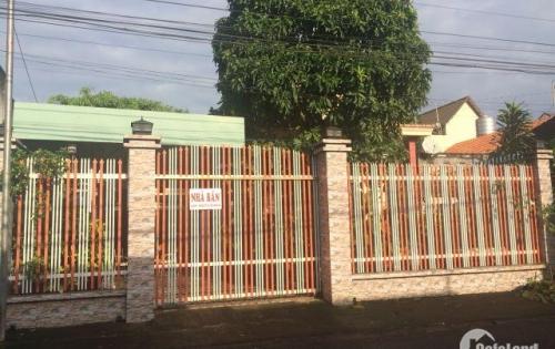 Bán nhà 11x25 mặt tiền đường Cổng Chính, ấp Quảng Đà. Cách QL 1A 100m