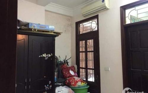 Nhà cho thuê ở hộ gia đình phố Tân Mai,45m2x4.10tr