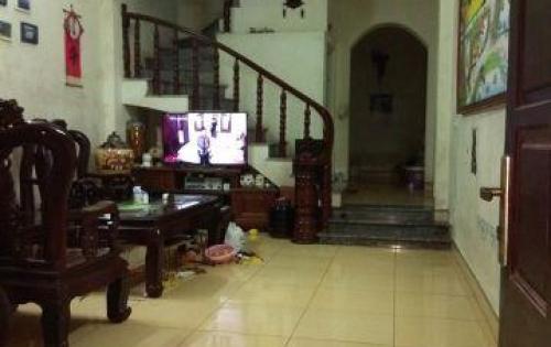 Cho thuê nhà riêng Phúc lợi 2 tầng 5tr/tháng lh: 0329371811