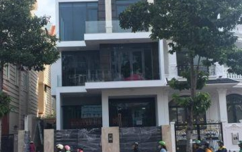 Cho thuê nhà nguyên căn khu dân cư Him Lam Kênh Tẻ quận 7.