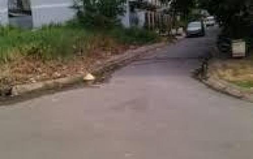 Sang lại gấp nền đất 100m ở gần chợ Việt Kiều giá 650tr Sổ Hồng Riêng Thổ cư 100%