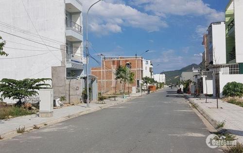 Bán lô đất 2 mặt tiền đường số 14, khu đô thị Lê Hồng Phong 2, Nha Trang. Vị trí trung tâm, xung quanh là khu dân cư đông đúc. Với chiều dài xuyên suốt khu đô t