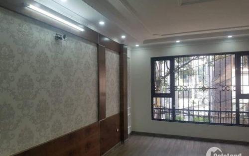 Bán nhà phố Chùa Láng, ô tô đỗ cửa, 50m2, 5 tầng đẹp, 5.8 tỷ