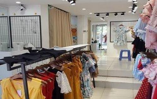 Sang nhượng toàn bộ cửa hàng ở mặt phố Hàng Điếu, Hà Nội.