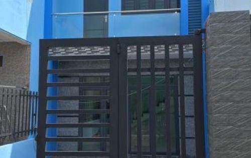 Bán nhà mặt tiền xây mới 1 trệt 1 lầu, nằm trong khu dân cư đông đúc, gần chợ Bình Chánh.