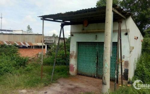Nhà nát sắp đập gần chợ Chiều, Củ Chi