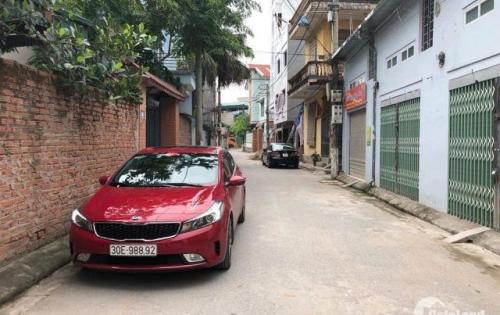 Vỡ nợ cần tiền bán gấp mảnh đất 51m2, hai mặt thoáng chỉ 1,85 tỷ ở Phố Trạm Long Biên. Lh 0986714161.