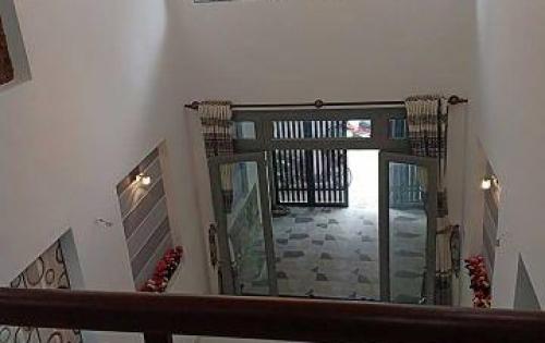 Định cư Frosinone bán nhà: Phan Xích Long, 40 m2, 2 lầu, giá 4,40 tỷ .