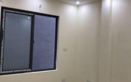 Cần bán nhà mới xây ở Tả Thanh Oai, DT 40m2x4T, ngõ thông, ô tô đỗ cổng giá 1,45 tỷ. LH: 0977061989