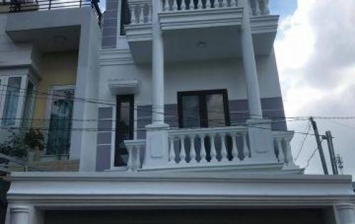 Nhà 1 trệt 2 lầu 4 phòng ngủ, sân đậu ô tô, sổ hồng riêng, giao thông liên tỉnh