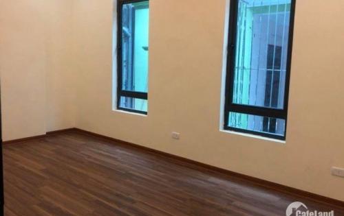 Cho thuê nhà Quán Thánh MT 8m 35m2x3 tầng thông 30tr/tháng