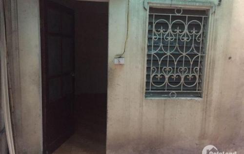 Cho thuê phòng rộng 20m2 khu phụ khép kín đường Lạc Long Quân HN