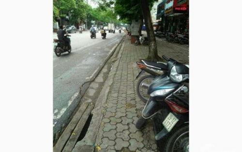 Cho thuê nhà mặt phố Tạ Quang Bửu. diện tích 70m2. mặt tiền 4m. giá 30tr/tháng.