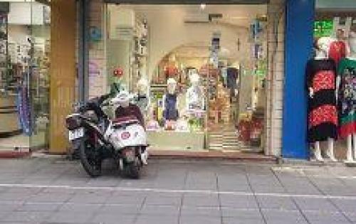 Có cửa hàng cho thuê mặt phố SIÊU HOT Tràng Tiền 40m, MT 5m.