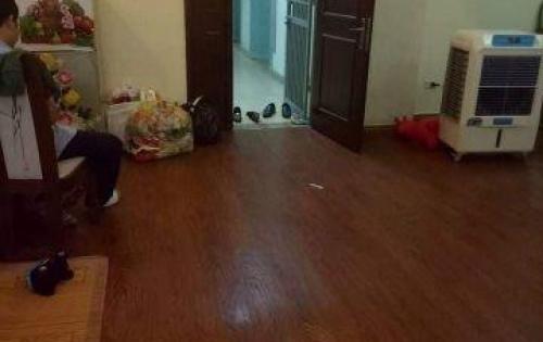 Cần cho thuê căn hộ đồ cơ bản tại KĐT Việt Hưng, DT: 100m2, Giá: 6 triệu/tháng, LH: 037.566.1839