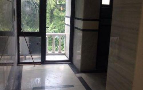 Văn phòng 140m2 được ốp đá cực kỳ sang trọng tại 47 Nguyễn Xiển.