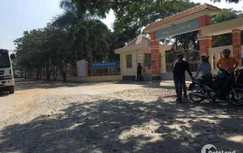 Đất nền mặt tiền trường học ,gần chợ Rạch Kiến ,9tr/m2 .Sổ đỏ