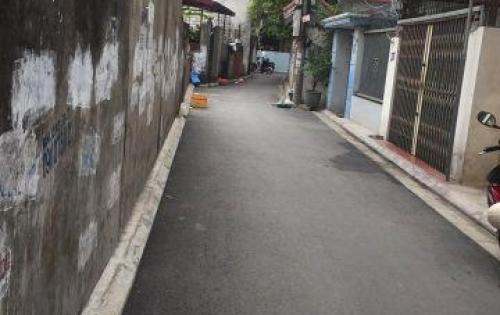 Bán đất 57m2 ngõ 93 Chu Huy Mân, tặng kèm nhà cấp 4, đường nhựa 4m