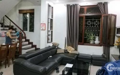 Bán nhà sổ đỏ chính chủ phố Chùa Bộc quận Đống Đa diện tích 48m2 giá chỉ 5,5 tỷ    Nhà riêng chính chủ đẹp như mới vào ở luôn khu trung tâm Đống Đa, dân trí cao