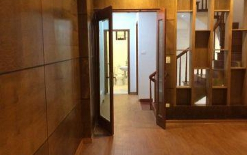 Xoán Bán nhà rẻ đẹp Nguyễn Phúc Lai 39m2 x 5 tầng, MT5m Giá 3,75 tỷ. Đường trước nhà hơn 4m.