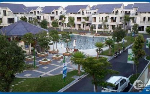 Gia đình cần bán căn biệt thự Lâm Viên, xây mới 3 tầng 1 tum. Xây thô hoàn thiện bên ngoài. Xung quanh có đầy đủ các tiện ích như bể bơi, công viên, sân vườn,..